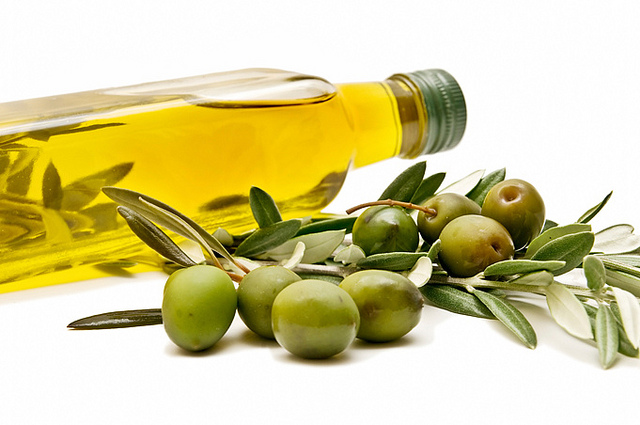 Difference Between Olive Oil and Vegetable Oil