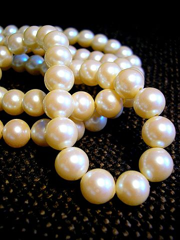 Difference Between Freshwater and Cultured Pearls
