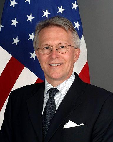 Diplomat vs Ambassador