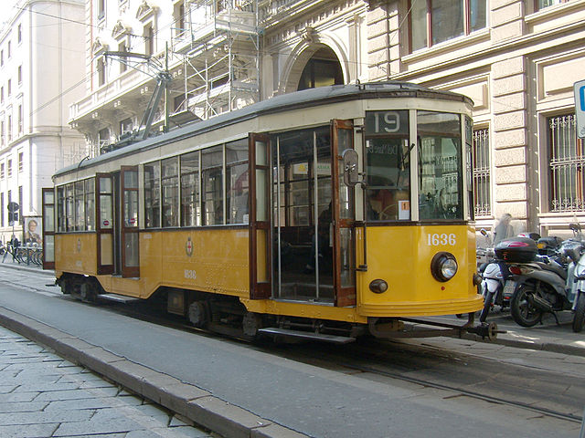 Difference Between Train and Tram