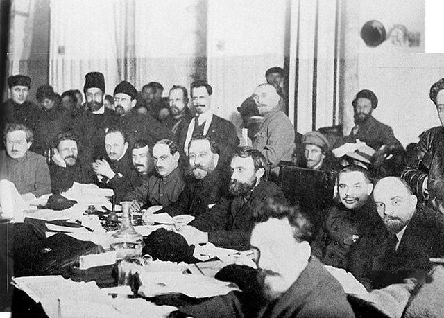 Difference Between Bolsheviks and Mensheviks
