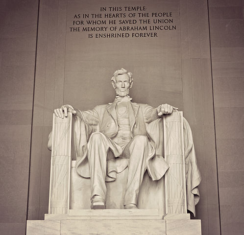 Monument vs Memorial