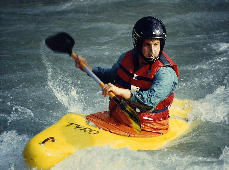 Difference between Kayak and Canoe