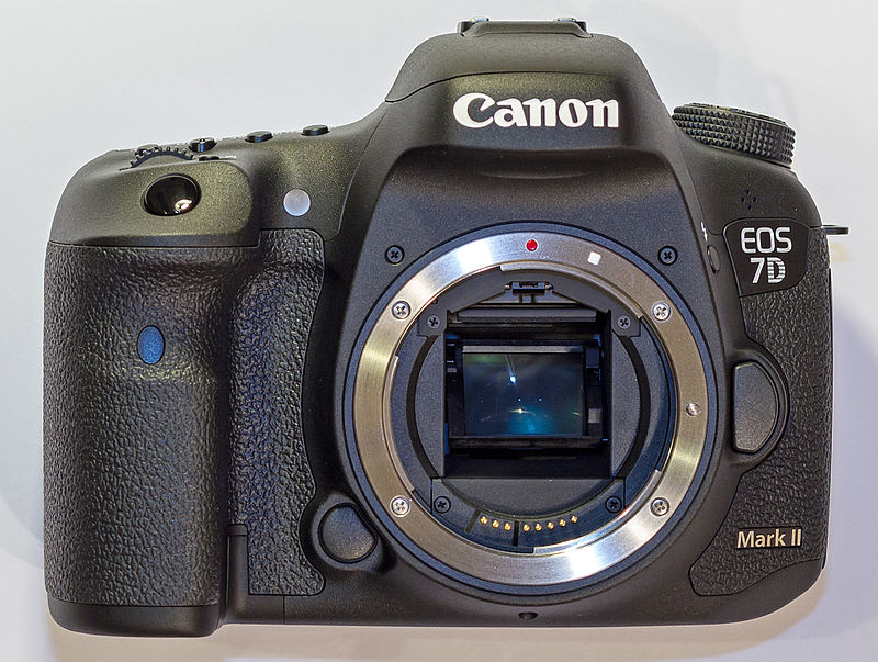 Canon EOS 7D Mark II vs Canon 70D