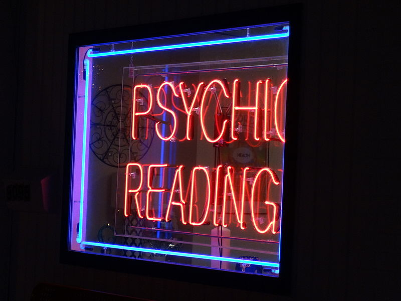 Difference Between Psychic and Medium