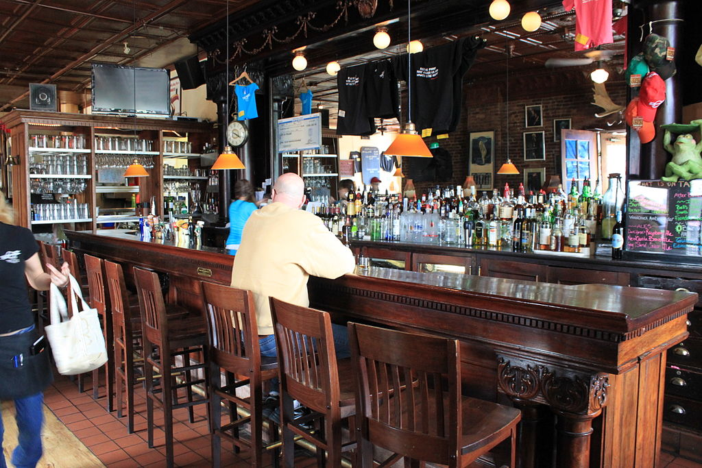 Pub vs Bar