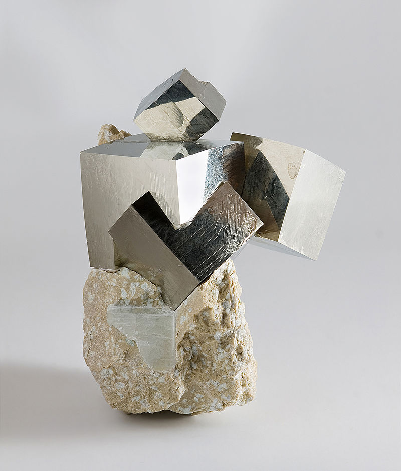 Difference Between Pyrite and Chalcopyrite