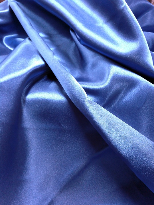Difference Between Polyester and Silk