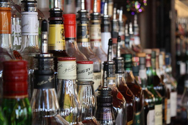 Key Difference - Wine vs Liquor