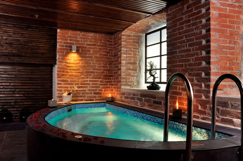 Difference Between Hot Tub And Spa Bath