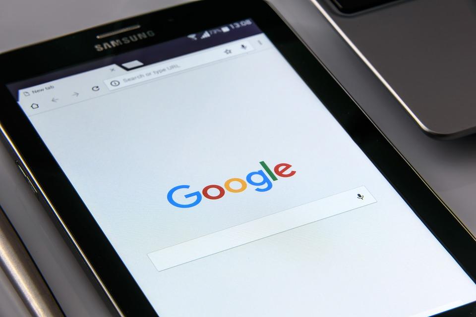 Key Difference - Bing vs Google