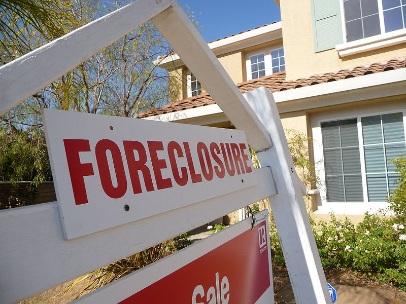 Key Difference - Deed in Lieu vs Foreclosure